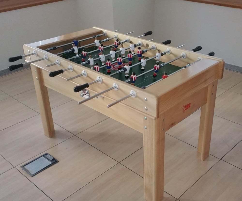 Futbolin de madera de haya tot lmente fabricado en madera for Futbolin madera bar