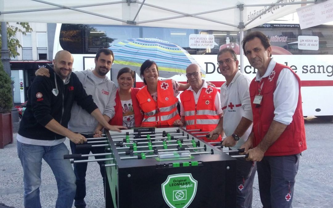 Reto al futbolín para Cruz Roja