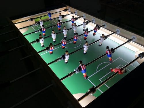 futbolín de madera con leds