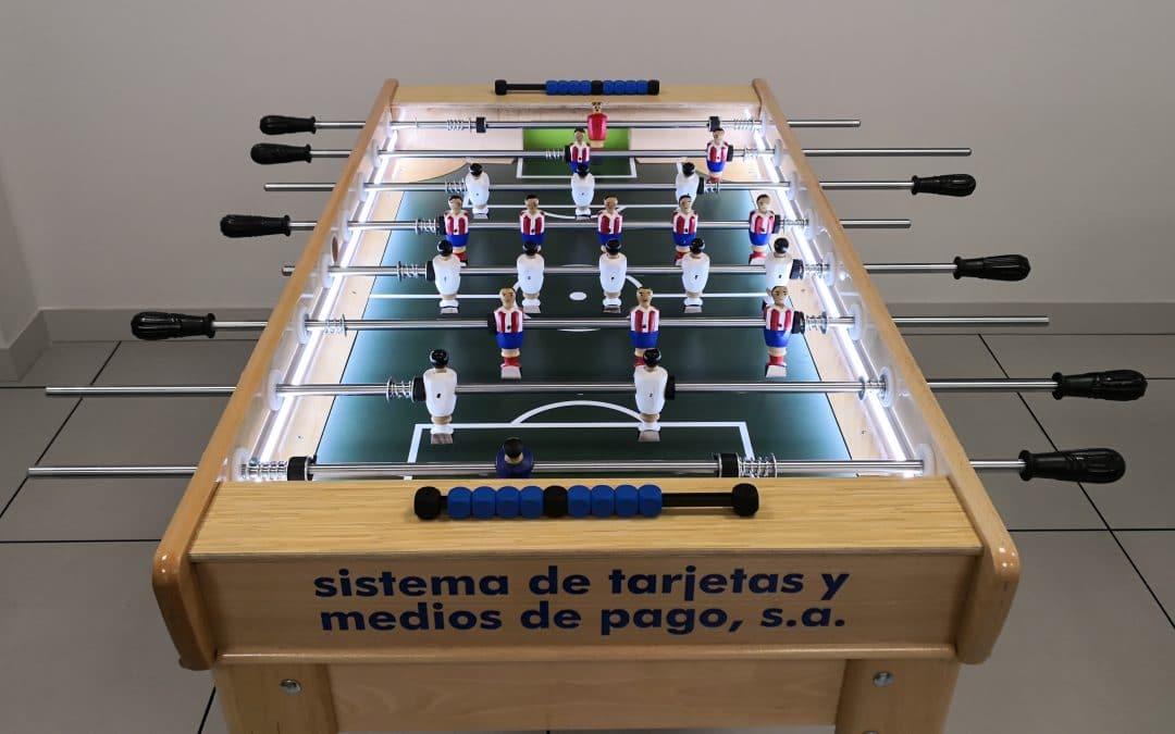 Futbolín de madera para Sistema de tarjetas y medios de pago